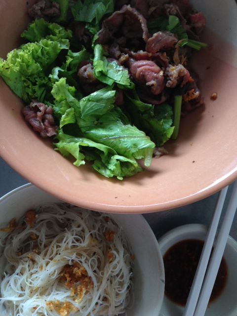 """Crunchy"" wagyu beef with rice vermicelli at Pu Raithiemthan"