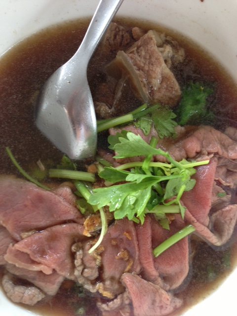 "Fresh Kobe beef and stewed beef in broth ""gowlow"""