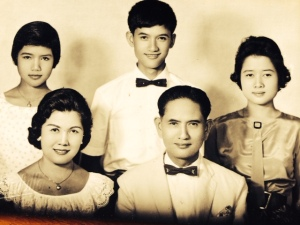 Grandma and Grandpa with my aunt Noy, my dad, and my aunt Pung